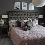 S? dr?mmigt sovrum hos @homebymartina S?nggaveln hittar ni oss oss! ~ ~ ~ #trendrum #interiordesign #interior #bedroom #bedtime #inredning #furniture #design #bed #sovrum #scandinaviandesign #home #homeinspo #inspiration #interior123 #picoftheday #potd #headboard #beautiful #sweetdreams #grey #s?nggavel #pink #feathers #gold